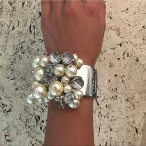 Banana Republic Pearl bracelet